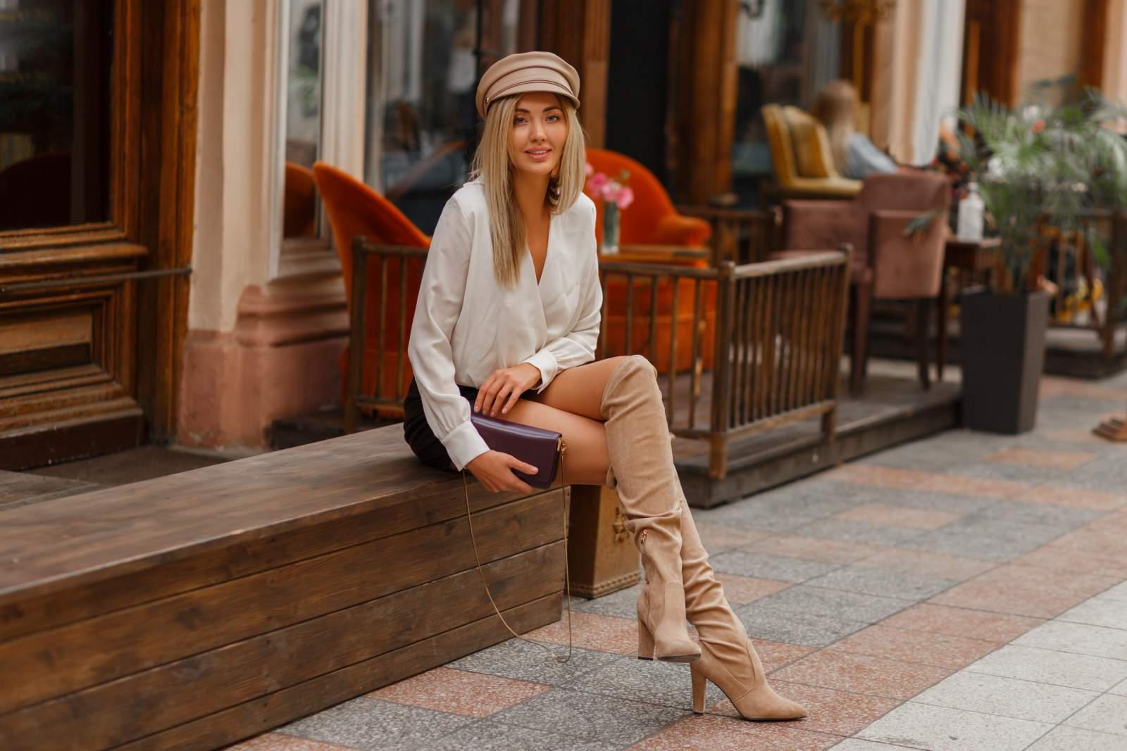 Photo d'une femme portant des cuissardes pour un look bohème et moderne