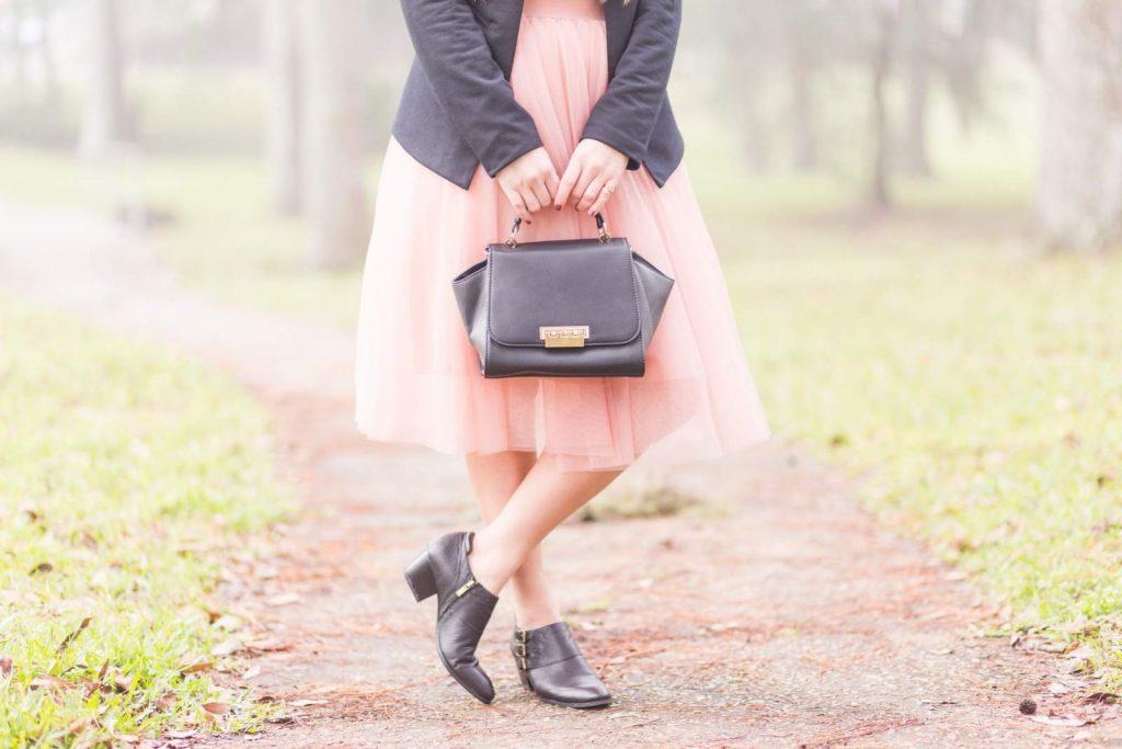 Exemple d'une robe rose poudrée ave du noir