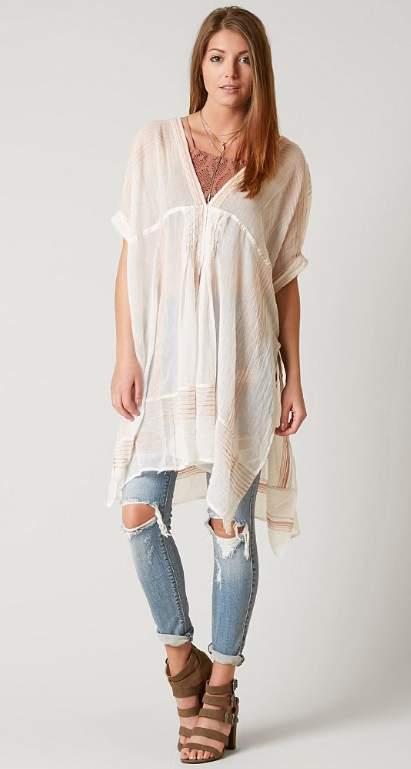 Voici un exemple d'avec quoi porter une tunique dans le cadre d'une tenue bohème.